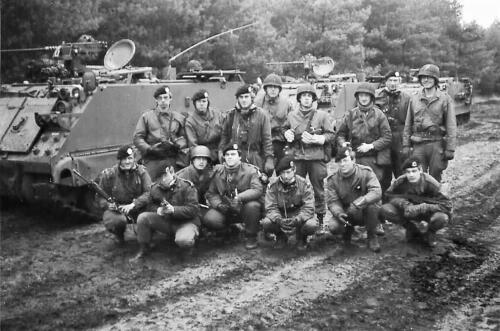 1979 1980 A Esk 103 Verkbat 20. Groepsfoto 1e pel met o.a. vooraan midden Wmr I Kees Dekkers Inz. Mortierist Peter van der Spek 1