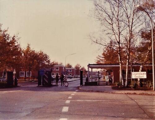 1979 1980 A Esk 103 Verkbat. 1. De bekende ingang hoofdpoort Seedorf. Inz. Mortierist Peter van der Spek
