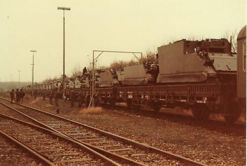 1979 1980 A Esk 103 Verkbat. 10. De bekende tanktrein. Inz. Mortierist Peter van der Spek