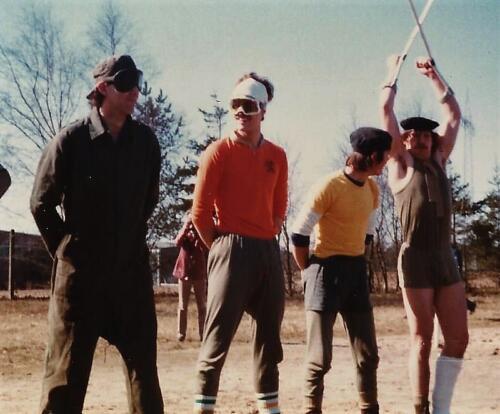 1979 1980 A Esk 103 Verkbat. 20. Ouderweekend met soms spectaculaire opvoeringen Inz. Mortierist Peter van der Spek 7