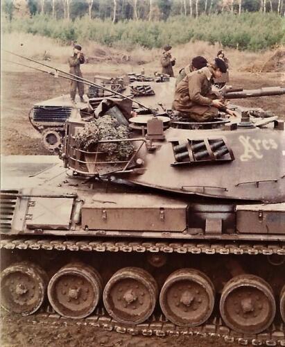 1979 1980 A Esk 103 Verkbat. 5. Mooie opname van de Leopard Atres. Inz. Mortierist Peter van der Spek