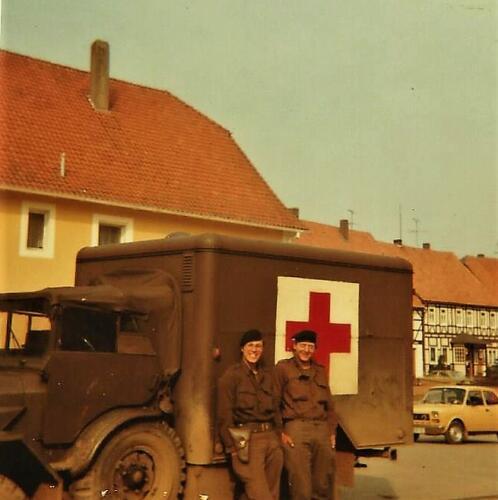 1979 1980 SSV Esk 103 Verkbat. De ziekenbak had gelukkig niet veel werk. Inz. Mortierist Peter van der Spek