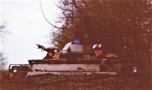 1980 03 tm 12 B esk 3e pel. 103 Verkbat Oefening waarnemen door PC en inzender Kees C.M. Blom tezamen met ch Swart. Foto Huz chutter Derks