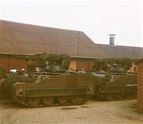 1980 03 tm 12 B esk 3e pel. 103 Verkbat Oefening. Overnachting op een boerenerf ergens in Duitsland. Inz. knt Kees C.M. Blom