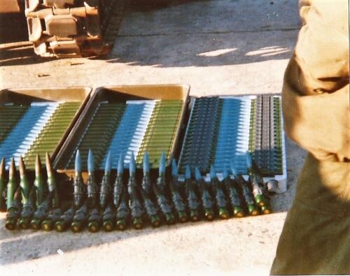 1980 03 tm 12 B esk 3e pel. 103 Verkbat Schietserie. Munitie 25 mm boordkanon Oerilkon Inz. knt Kees C.M. Blom
