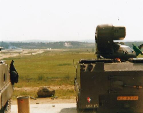 1980 03 tm 12 B esk 3e pel. 103 Verkbat Schietserie. Zicht op een deel van het schootsveld anex doelgebied. Inz. knt Kees C.M. Blom