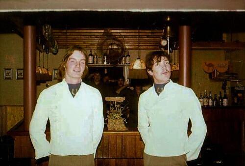 1980 04 25 A Esk 103 Verkbat Barpersoneel Engelse bar A Esk 1