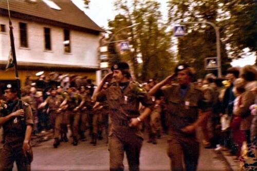 1980 06 22 A Esk 103 Verkbat Owi Kuijpers met Knt Arends parade afname na de avondvierdaagse in Zeven