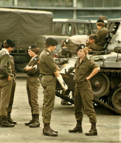 1980 09 A Esk 103 Verkbat Mio Inspectie Kpls I Kees v Eendenburg Willy Freriks Theo Bos en Rene Lodder.