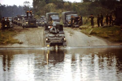 1980 1981 A Esk 103 Verkbat 10. Schieten varen oefening en ouderweekend. Inzender Wmr Arthur Vuijk