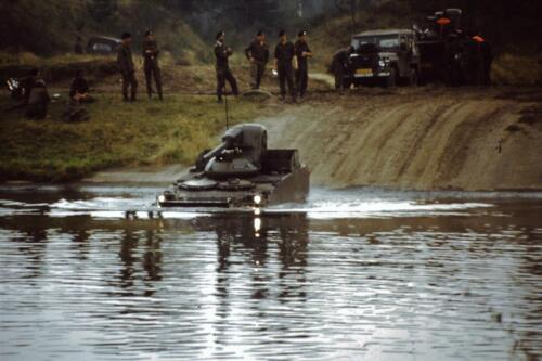 1980 1981 A Esk 103 Verkbat 9. Schieten varen oefening en ouderweekend. Inzender Wmr Arthur Vuijk li 80 02