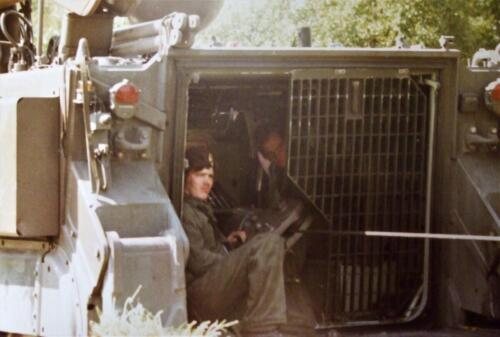 1980 1986 Berging m.b.v. 42 BLJ van een M113 B Esk uit de turf. Inz Jan Cremers 1