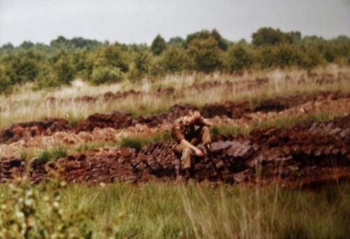 1980 1986 Berging m.b.v. 42 BLJ van een M113 B Esk uit de turf. Inz Jan Cremers 3
