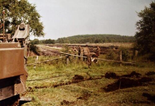 1980 1986 Berging m.b.v. 42 BLJ van een M113 B Esk uit de turf. Inz Jan Cremers 4