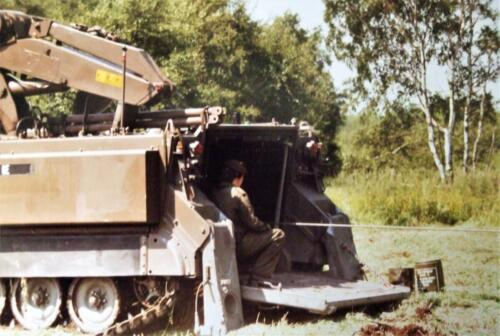 1980 1986 Berging m.b.v. 42 BLJ van een M113 B Esk uit de turf. Inz Jan Cremers 5