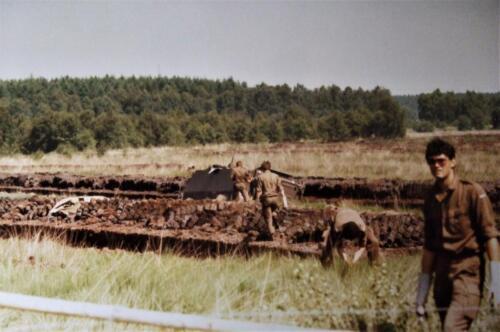 1980 1986 Berging m.b.v. 42 BLJ van een M113 B Esk uit de turf. Inz Jan Cremers 6