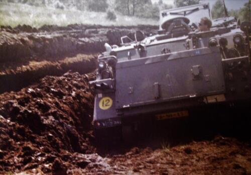 1980 1986 Berging m.b.v. 42 BLJ van een M113 B Esk uit de turf. Inz Jan Cremers 7