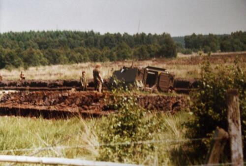 1980 1986 Berging m.b.v. 42 BLJ van een M113 B Esk uit de turf. Inz Jan Cremers 8
