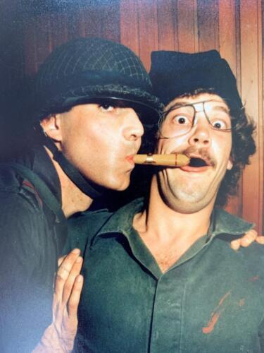 1980 A Esk 103 Verkbat 7 Ouderweekend Je kunt een sigaar aan twee kanten tegelijk roken. John Emmen.