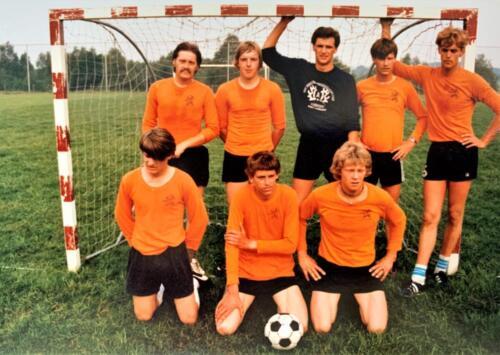 1980 A Esk 103 Verkbat Veldvoetbal kampioen van Seedorf. Foto Kpl Wmr John Emmen