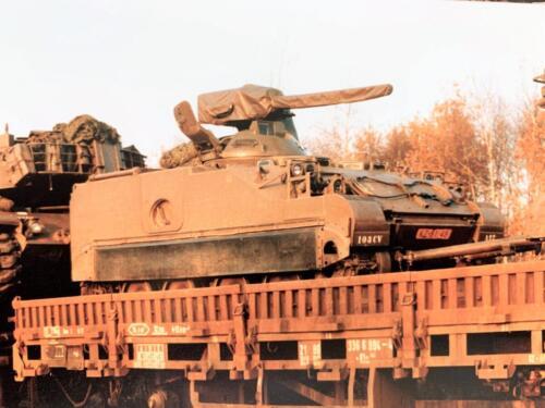 1980 A Esk 103 Verkbat Voertuig netjes op de treinwagon voor weer een oefening. John Emmen