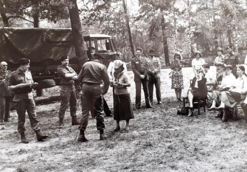 1981-05-12 103 Verkbat; Schietserie, militaire attachés op bezoek. BC Lkol Eleveld en S 1 Ritm Zoomers (Inz. Tom Zoomers)  (3)