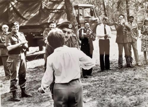 1981-05-12 103 Verkbat; Schietserie, militaire attachés op bezoek. BC Lkol Eleveld in zijn rol als gastheer. (Inz. Tom Zoomers)