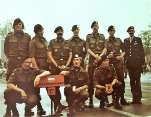 1981 A Esk 103 Verkbat Deelname Boeselager. Huldiging van de teams. Inz. Pedro Haans 1