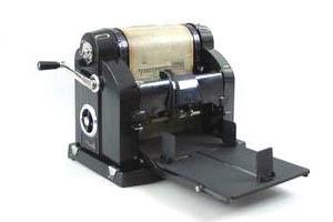 1981 103 Verkbat; Kopieren met de Gestetner-stencilmachine met correctie nagellak