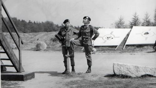 1983-09-02 103 Verkbat; Schietserie, PBC Maj Renie Meeder en S3 Ritmeester Jaques Bogmans. (Fotoboek Maj Meeder) (2)