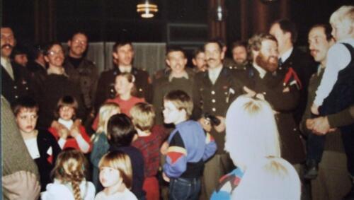 1983 12 05 103 Verkbat Sinterklaasviering Samenzang