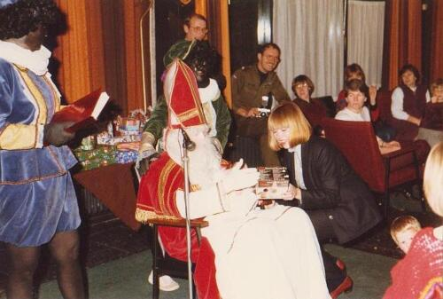 1983 12 05 103 Verkbat Sinterklaasviering met o.a Owi Teurlings Wmr de Kreij en Christine Kuijpers