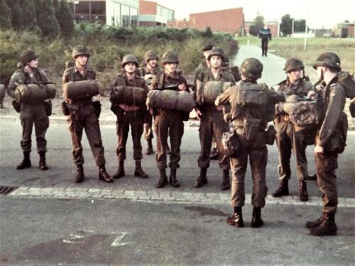 1983 1984 A Esk 103 Verkbat 5. Gereed voor afmars te voet. Lichting 83 5 Foto Nicky van Nimwegen 1