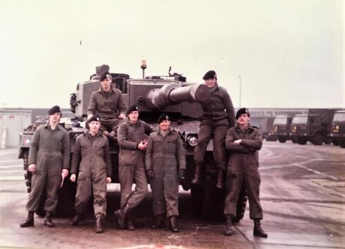 1983 1984 A Esk 103 Verkbat 8. Rust bij de stukken... Lichting 83 5 Foto Nicky van Nimwegen