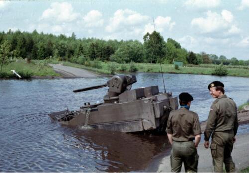 1983 1987 B Esk 103 Verkbat Amfibische oversteek met M113 Inz. Wmr I Jan Pol 4