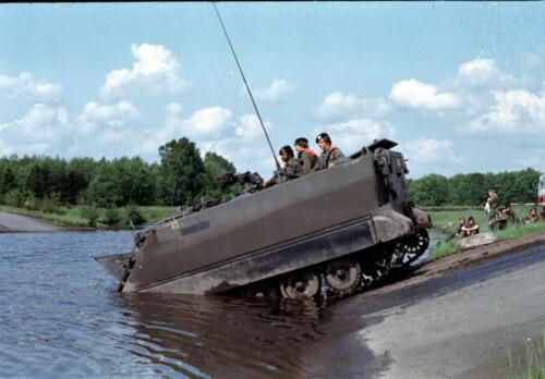 1983 1987 B Esk 103 Verkbat Amfibische oversteek met M113 Inz. Wmr I Jan Pol 5