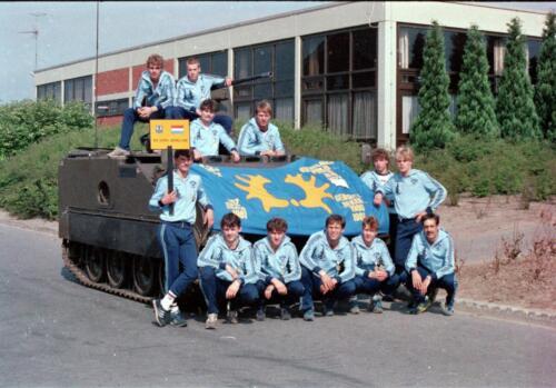 1983 1987 B Esk 103 Verkbat Boeselager wedstrijden De winnende ploegen en de bewonderaars. Inz. Wmr I Jan Pol 1