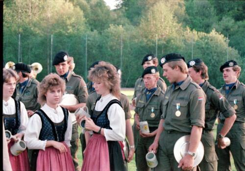 1983 1987 B Esk 103 Verkbat Boeselager wedstrijden De winnende ploegen en de bewonderaars. Inz. Wmr I Jan Pol 12
