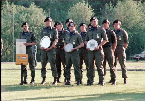 1983 1987 B Esk 103 Verkbat Boeselager wedstrijden De winnende ploegen en de bewonderaars. Inz. Wmr I Jan Pol 13