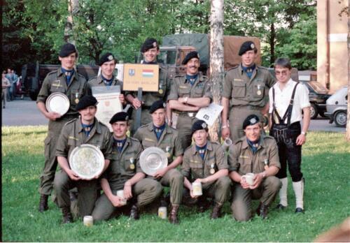 1983 1987 B Esk 103 Verkbat Boeselager wedstrijden De winnende ploegen en de bewonderaars. Inz. Wmr I Jan Pol 2