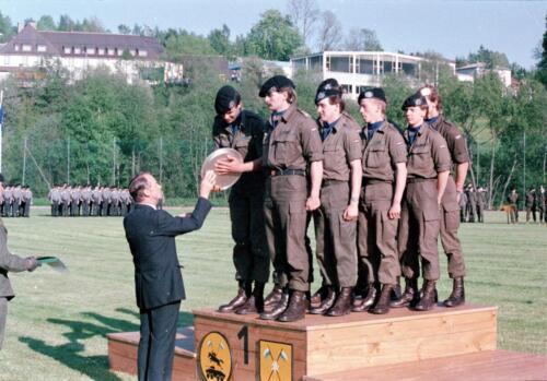 1983 1987 B Esk 103 Verkbat Boeselager wedstrijden De winnende ploegen en de bewonderaars. Inz. Wmr I Jan Pol 23
