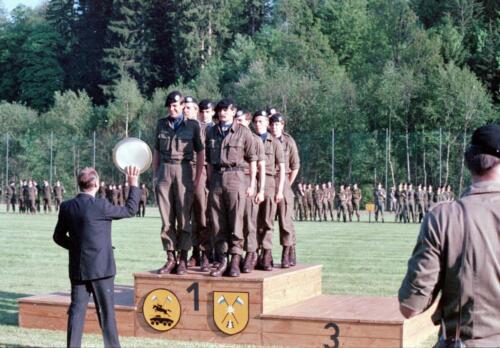 1983 1987 B Esk 103 Verkbat Boeselager wedstrijden De winnende ploegen en de bewonderaars. Inz. Wmr I Jan Pol 24