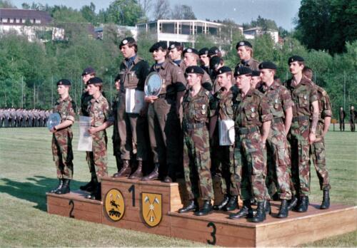 1983 1987 B Esk 103 Verkbat Boeselager wedstrijden De winnende ploegen en de bewonderaars. Inz. Wmr I Jan Pol 25