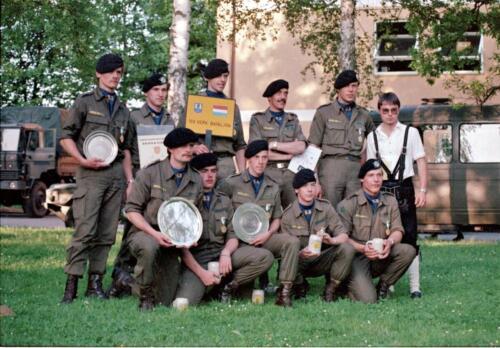 1983 1987 B Esk 103 Verkbat Boeselager wedstrijden De winnende ploegen en de bewonderaars. Inz. Wmr I Jan Pol 3