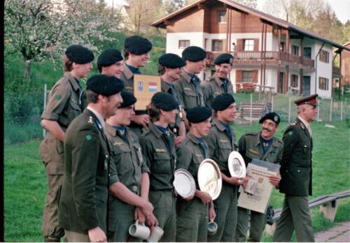 1983 1987 B Esk 103 Verkbat Boeselager wedstrijden De winnende ploegen en de bewonderaars. Inz. Wmr I Jan Pol 4