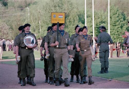 1983 1987 B Esk 103 Verkbat Boeselager wedstrijden De winnende ploegen en de bewonderaars. Inz. Wmr I Jan Pol 9