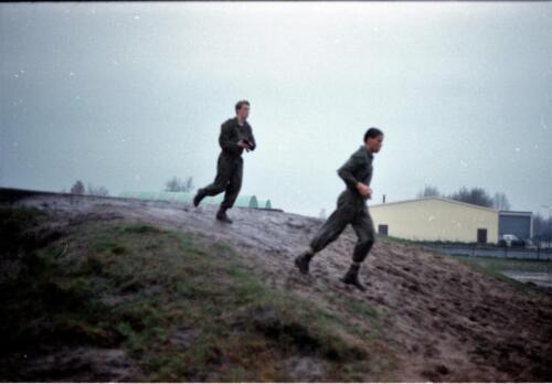 1983 1987 B Esk 103 Verkbat Boeselager wedstrijden Fysieke testen Hardloopparcours. Inz. Wmr I Jan Pol jpg 10