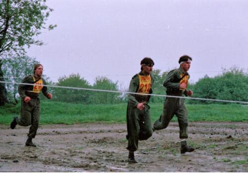 1983 1987 B Esk 103 Verkbat Boeselager wedstrijden Fysieke testen Hardloopparcours. Inz. Wmr I Jan Pol jpg 13