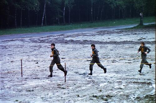 1983 1987 B Esk 103 Verkbat Boeselager wedstrijden Fysieke testen Hardloopparcours. Inz. Wmr I Jan Pol jpg 16