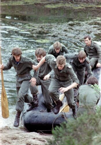 1983 1987 B Esk 103 Verkbat Boeselager wedstrijden Fysieke testen Roeien en zwemmen. Inz. Wmr I Jan Pol 12.